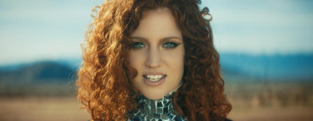 Jess Glynne – Hold My Hand – Music Video [iTunes Plus AAC M4V] (2015)
